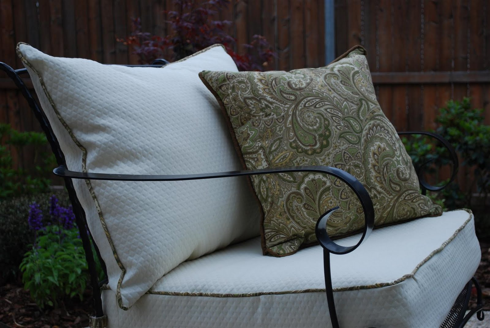 craftyc0rn3r: Patio Furniture Reupholstering