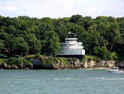 Unique Coastal Ship Home