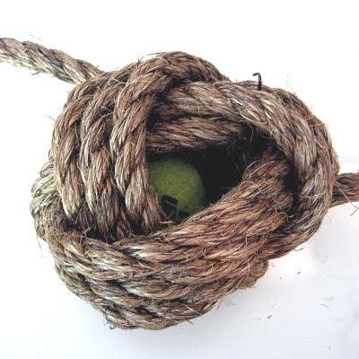 tying monkey fist knot