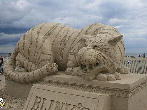 Barking Rabbits: More unusual art: Sand sculpting and ...