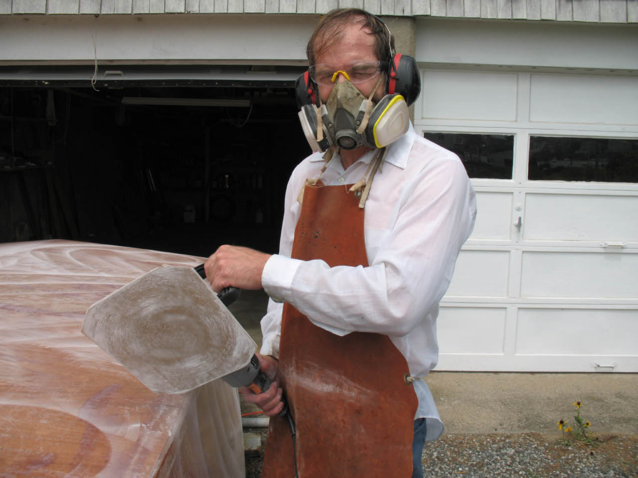 Sundogboatbuilding: Sanding and Painting the Hull