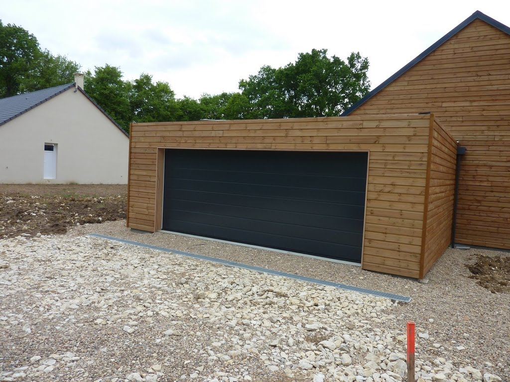 notre maison en bois luant la porte de garage c 39 est plus l 39 arl sienne. Black Bedroom Furniture Sets. Home Design Ideas