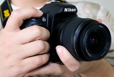 Resultado de imagem para fotografo de maquina na mão