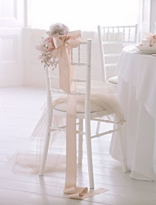Graciele aguiar fotografias decorando as cadeiras do for Mobilia wedding