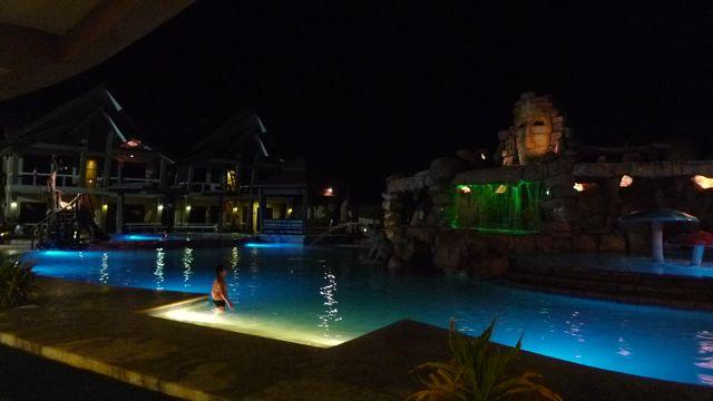 Smallville Hotel Pool