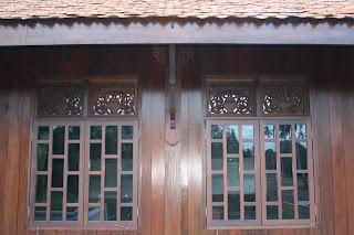 Rumah Potong Belanda Merupakan Bentuk Senibina Tradisional Terengganu Yang Dipercayai Diperkenalkan Oleh Dan British Di Keuan Riau Pada