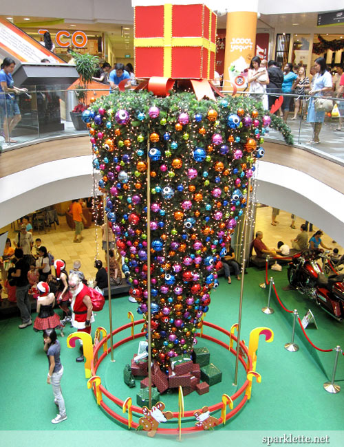 DECK THE HOLIDAY'S: THE UPSIDE DOWN CHRISTMAS TREE: TACKY OR TRENDY??