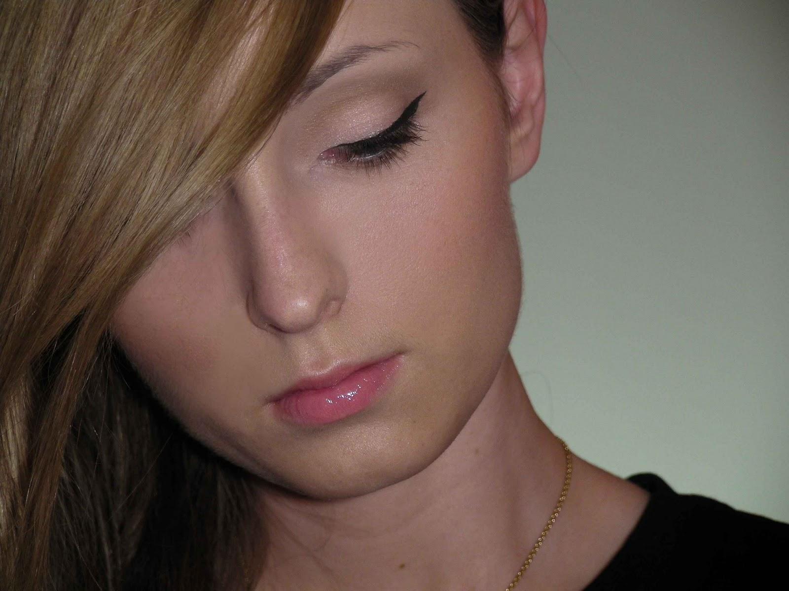 http://2.bp.blogspot.com/_rPJVhtfU9cc/TMyLeBKBnLI/AAAAAAAAAJ8/txZ90ot0A6U/s1600/Taylor%2BSwift%2BMine%2Bblogger.jpg