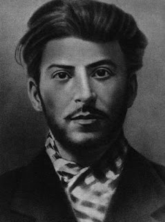 https://i0.wp.com/2.bp.blogspot.com/_re69Co6w0_k/RdvRpVWLZDI/AAAAAAAAAAw/5Gr_IHuxmyY/s320/Un+joven+Stalin.jpg