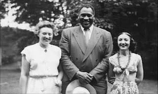 La pianista Nadia Reisenberg, el actor Paul Robeson y la thereminista Clara Rockmore