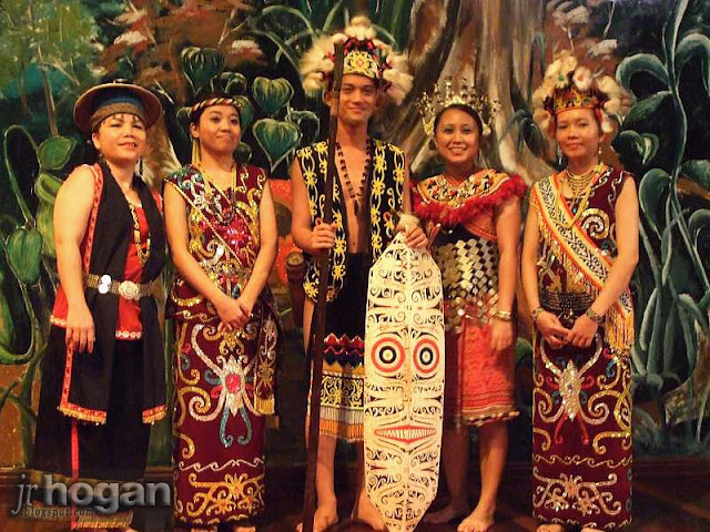 Cultural Show at Mulu Resort
