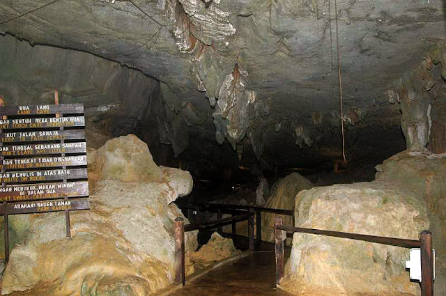 Entrance to Lang Cave
