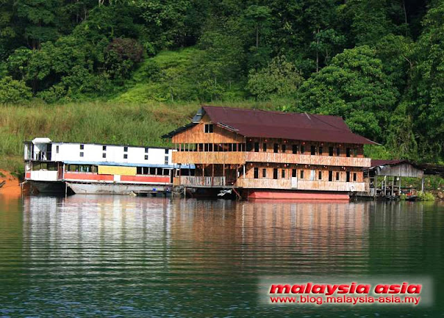 Large Houseboat at Kenyir Lake
