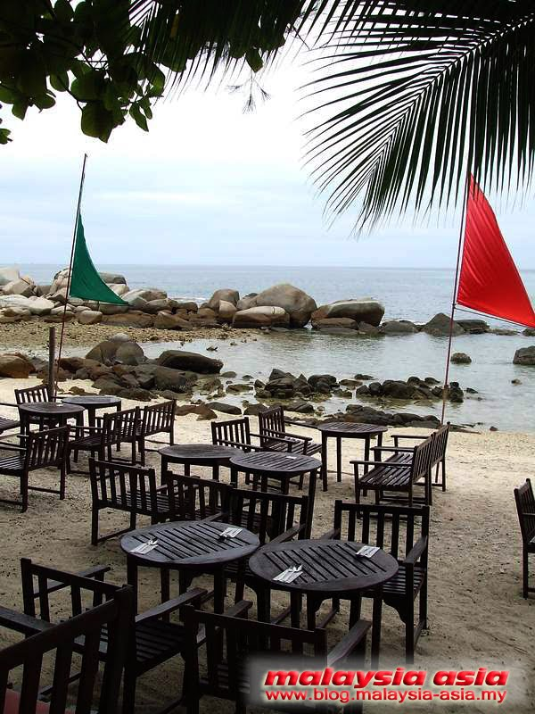 Outdoor dining at Perhentian Island