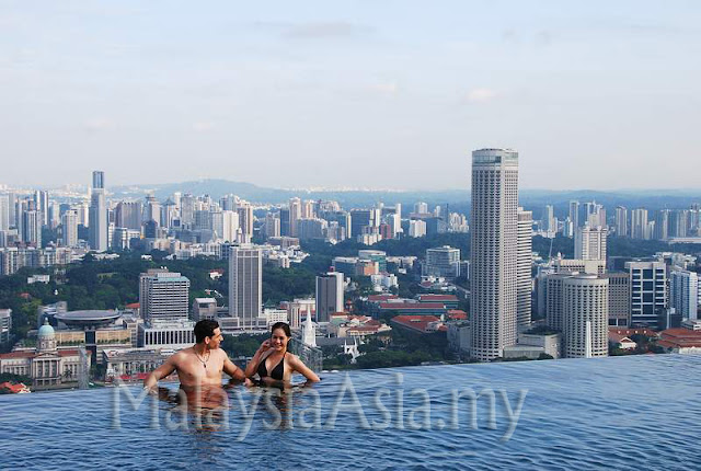 Singapore Infinity Swimming Pool SkyPark