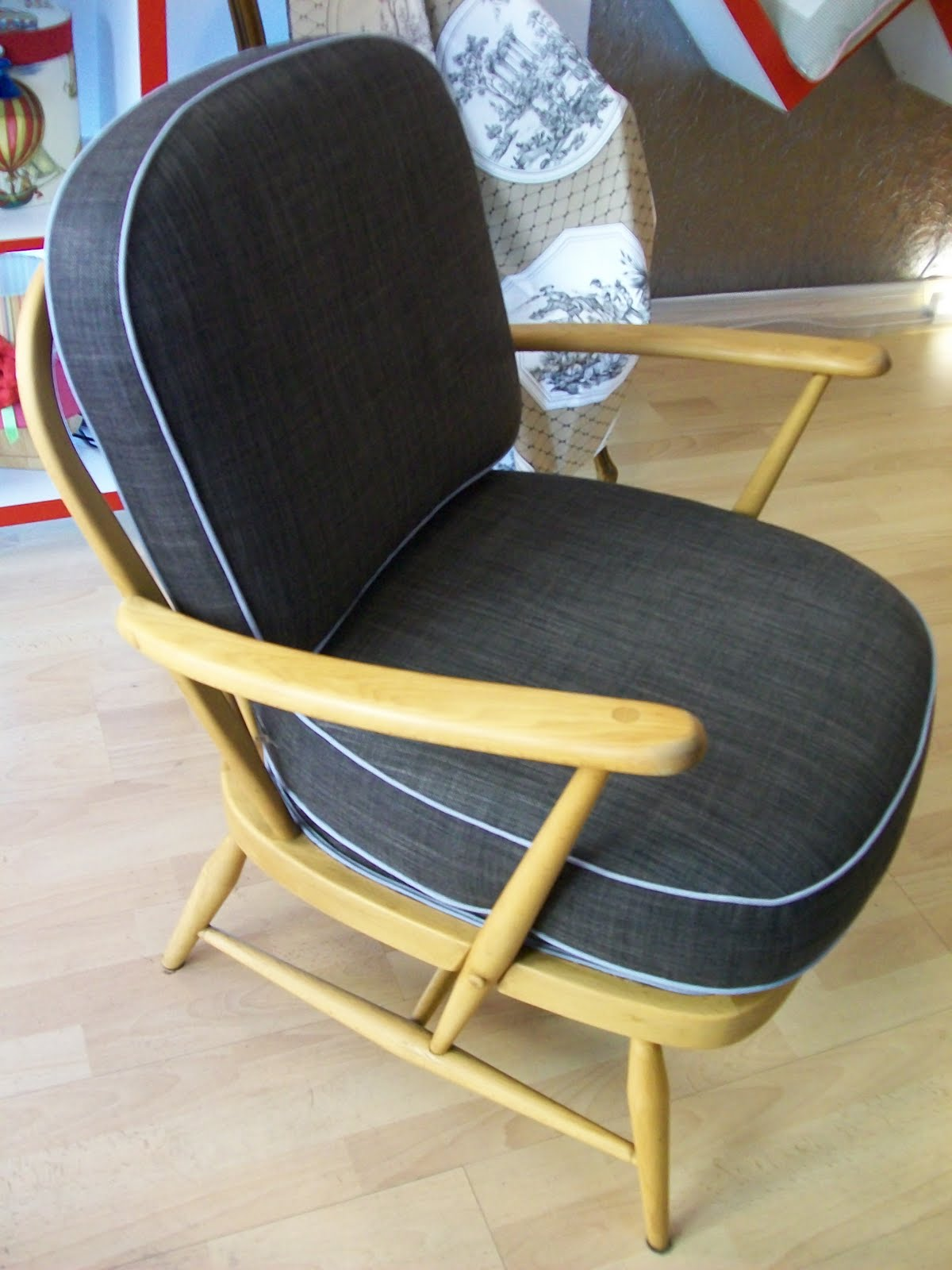 l 39 fauteuil ann e 60. Black Bedroom Furniture Sets. Home Design Ideas