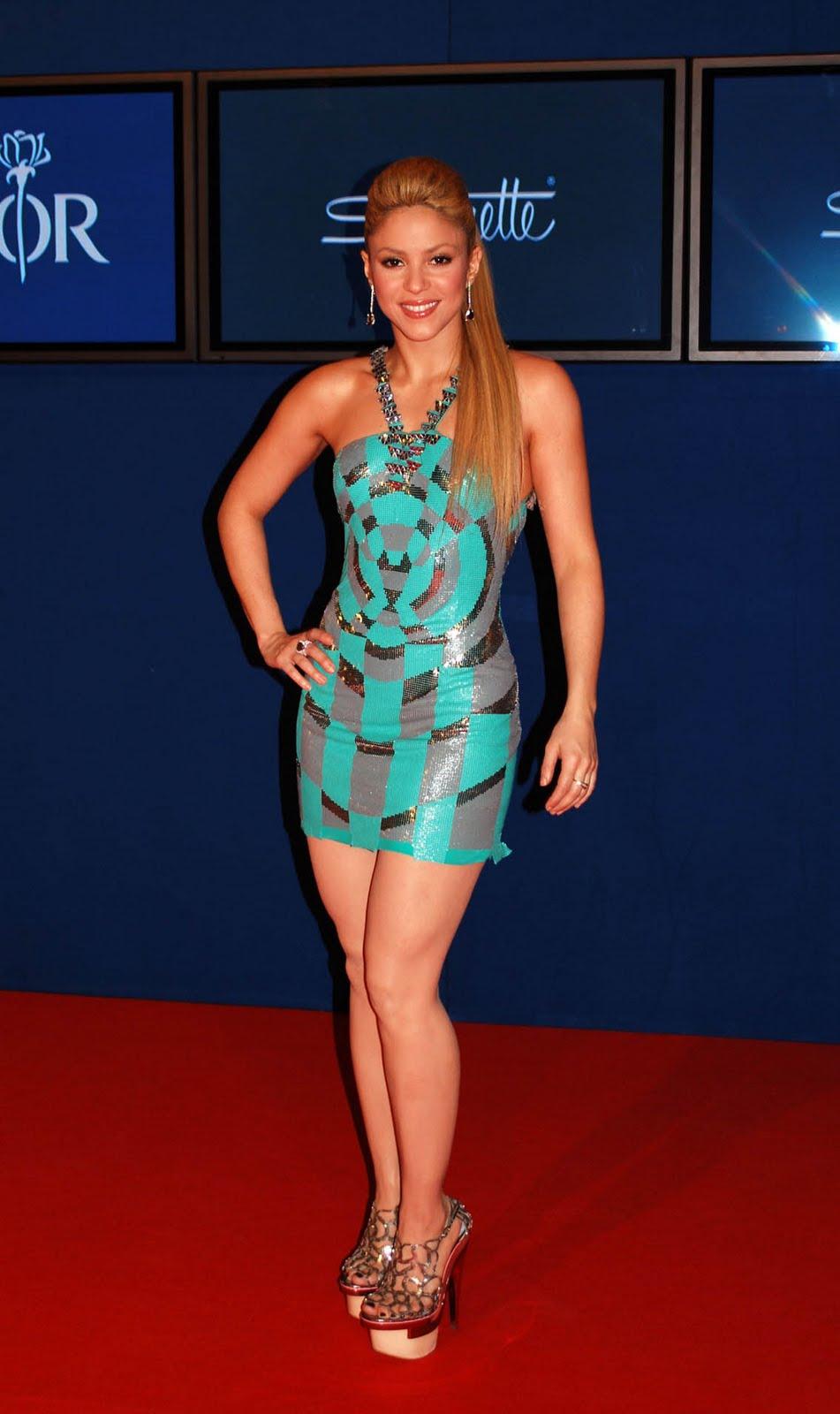 hot babes colombian hottie shakira in a sexy little dress