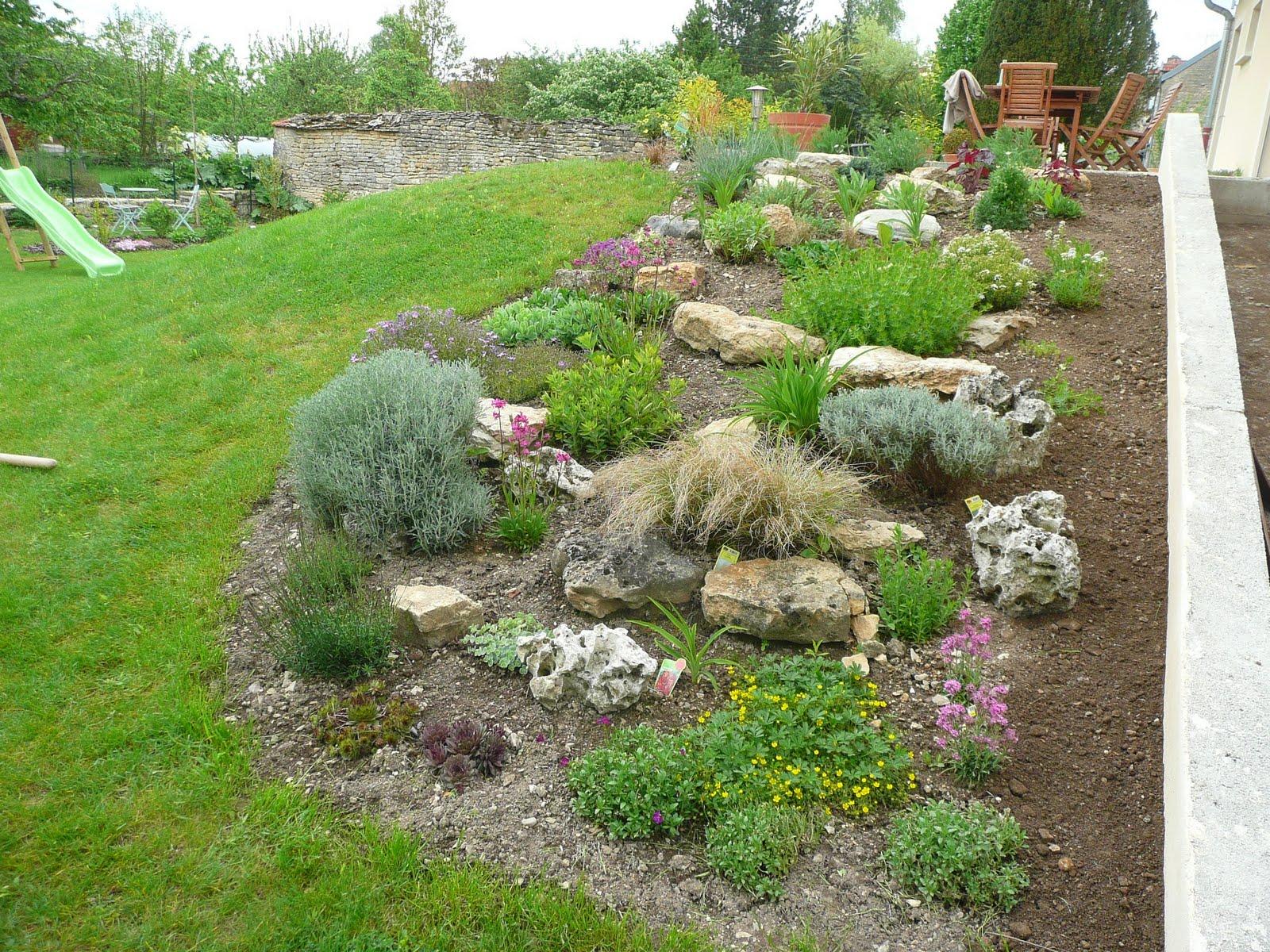 Notre jardin secret.: Aménagement autour de la Rocaille...