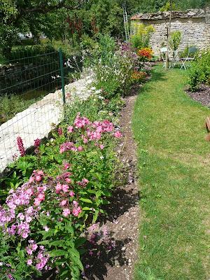 notre jardin secret plate bande des butineuses et papillons. Black Bedroom Furniture Sets. Home Design Ideas