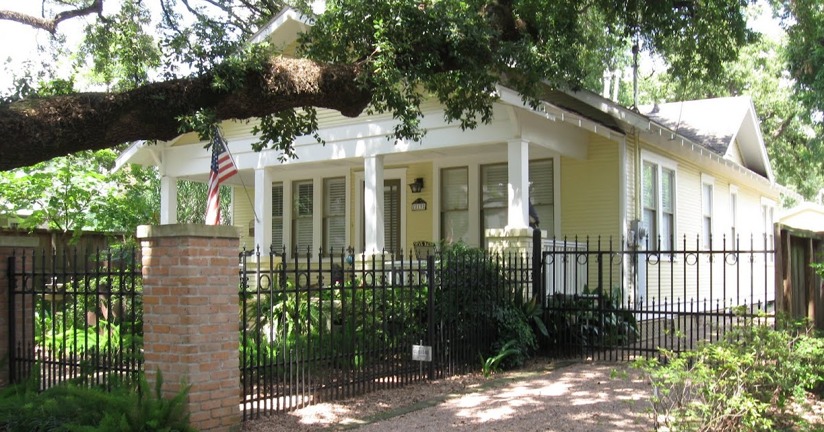 The OtHeR HoUsToN: 1921 Shady Bungalow Garden