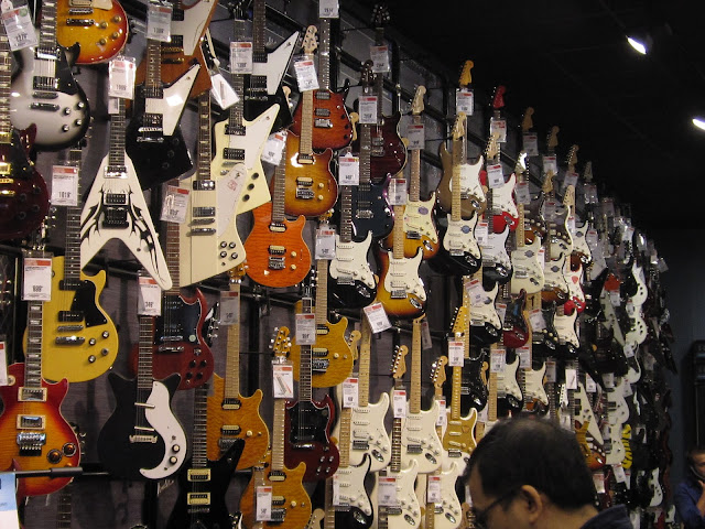 the other houston a visit to a great guitar store. Black Bedroom Furniture Sets. Home Design Ideas