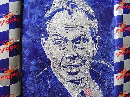 Arte com latas de Red Bull