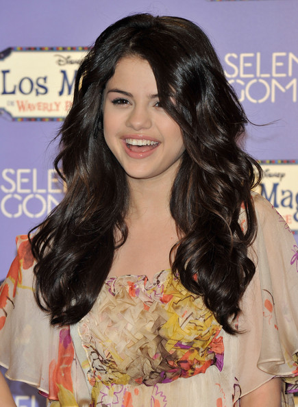 "KreativeMix: Selena Gomez promotes her new album ""Kiss and ..."