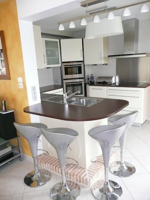 recouvrir un plan de travail stratifi. Black Bedroom Furniture Sets. Home Design Ideas