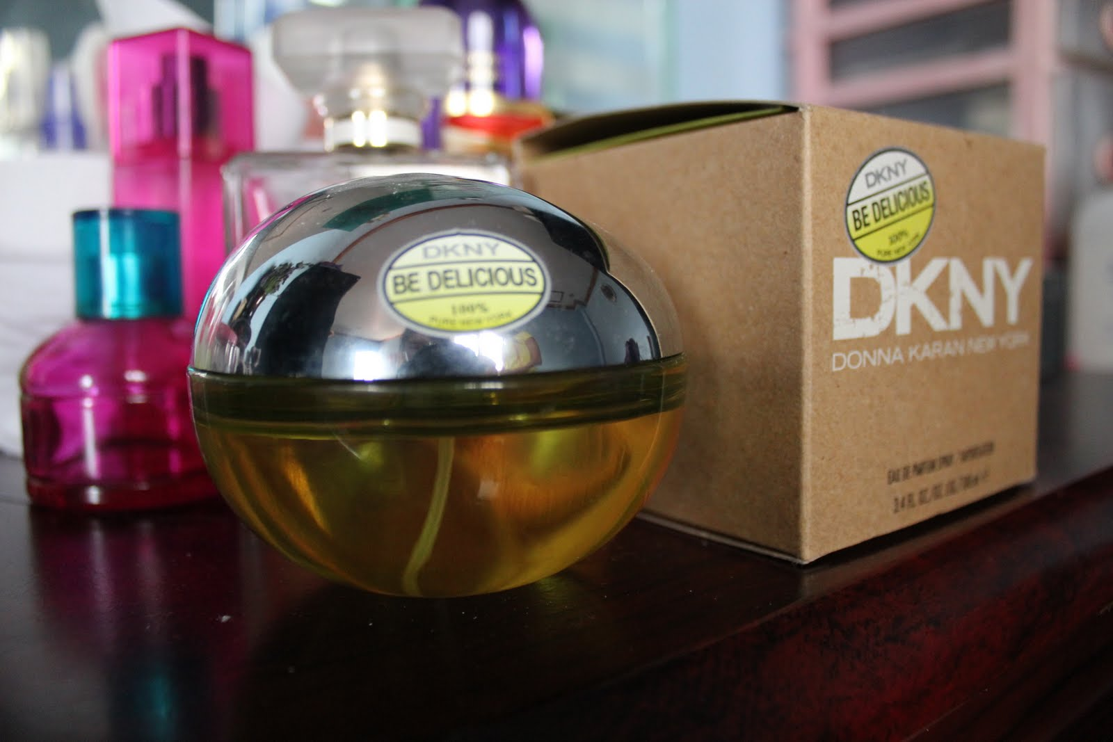 SPONTANEITY: DKNY Be delicious (apple green) perfume review