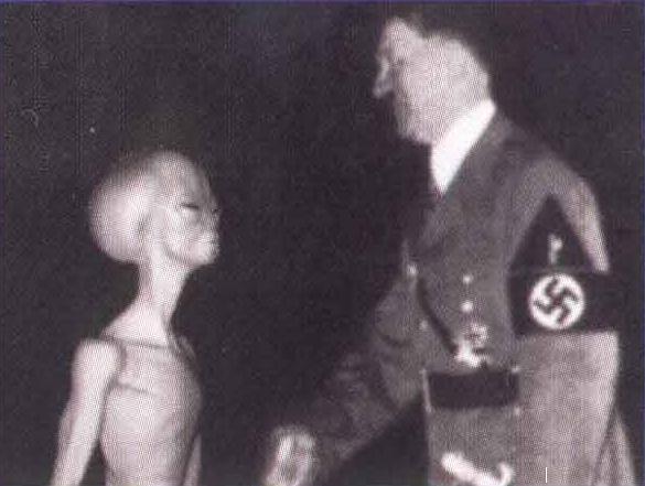 https://2.bp.blogspot.com/_szLhUF1v5IM/TDdGuAeYyFI/AAAAAAAAAuM/oR5yRSr7-a0/s200/Hitler_With_Alien_Ufo_Vril_Haunebu_Ww2_Nazi.jpg