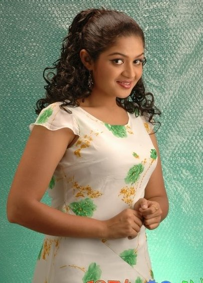 Cute Girl Smiling Wallpaper Lambada Angels Malayalam Actress Karthika Latest Photos