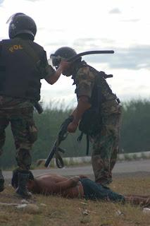 Risultati immagini per indigeni polizia