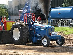North West Tractor Pullers Club: Lancashire Bomber Modifications