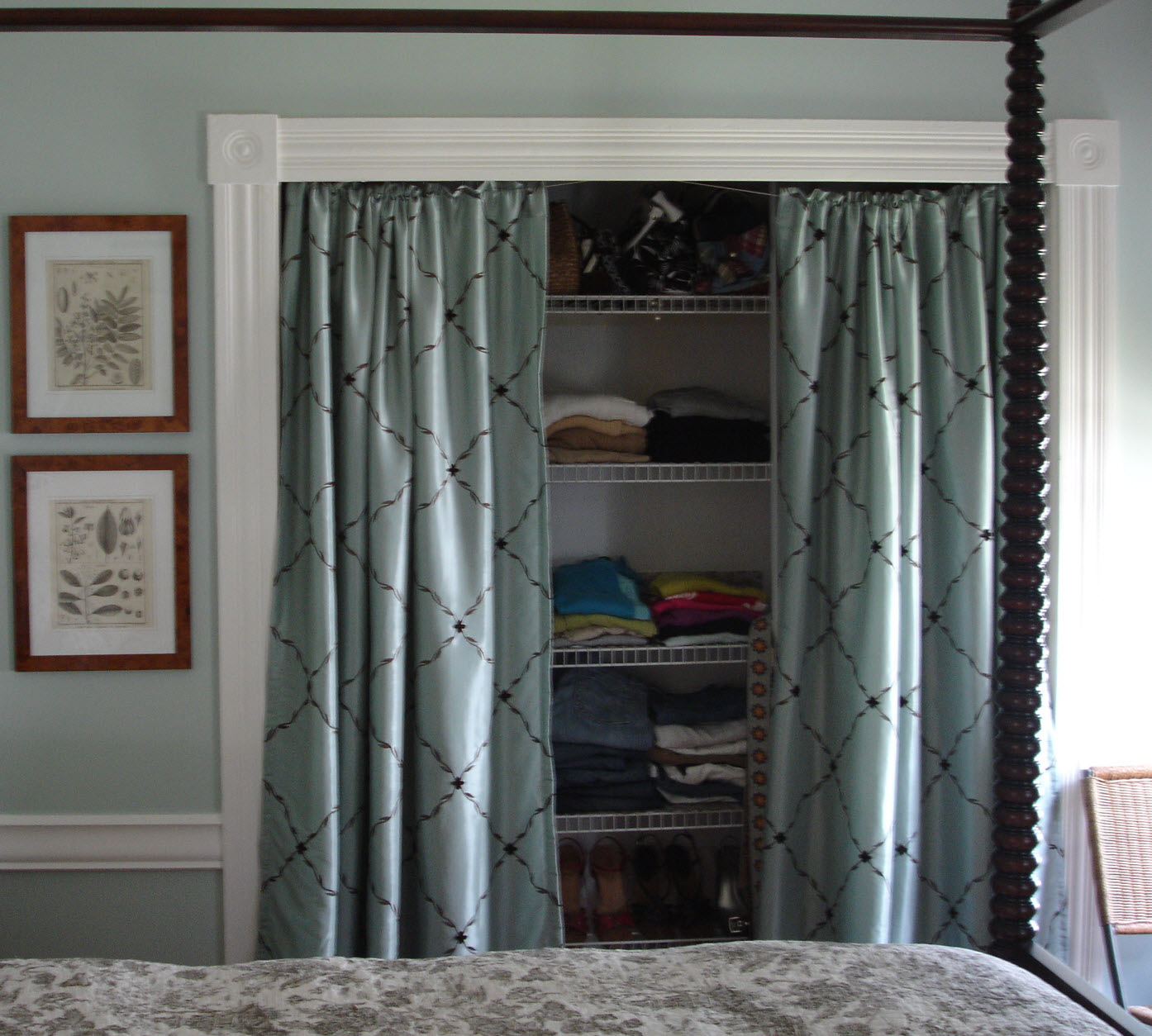 loft cottage tuesday tip curtains as doors. Black Bedroom Furniture Sets. Home Design Ideas