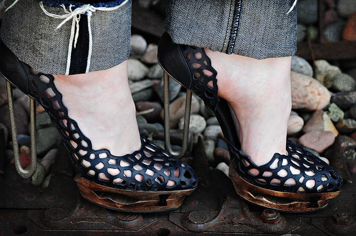 https://i0.wp.com/2.bp.blogspot.com/_tc2OkhJhc-Y/TLHsbe1rVfI/AAAAAAAABCg/C47hUCyQb68/s1600/DSC_1064+Sea+of+Shoes+Blog.jpg