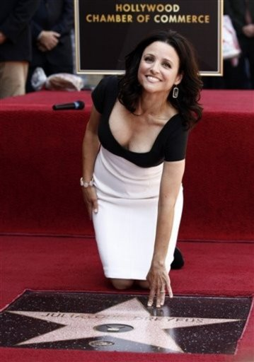 Julia Louis Dreyfus Will You Be My Cougar Sexy Leg Cross
