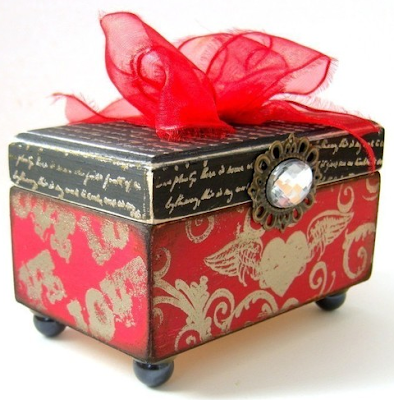 keepsake box with hearts