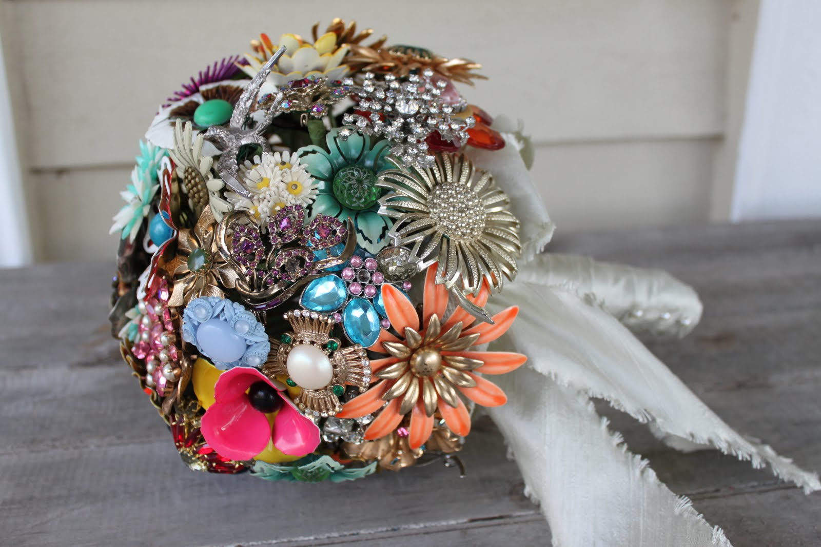How To Make A Vintage Brooch Bouquet