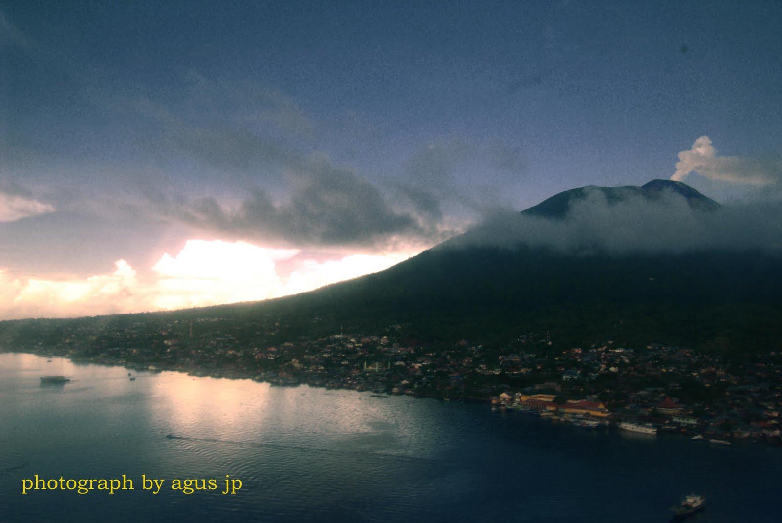 gambar Gunung Gamalam di Ternate maluku Utara - Ardi La