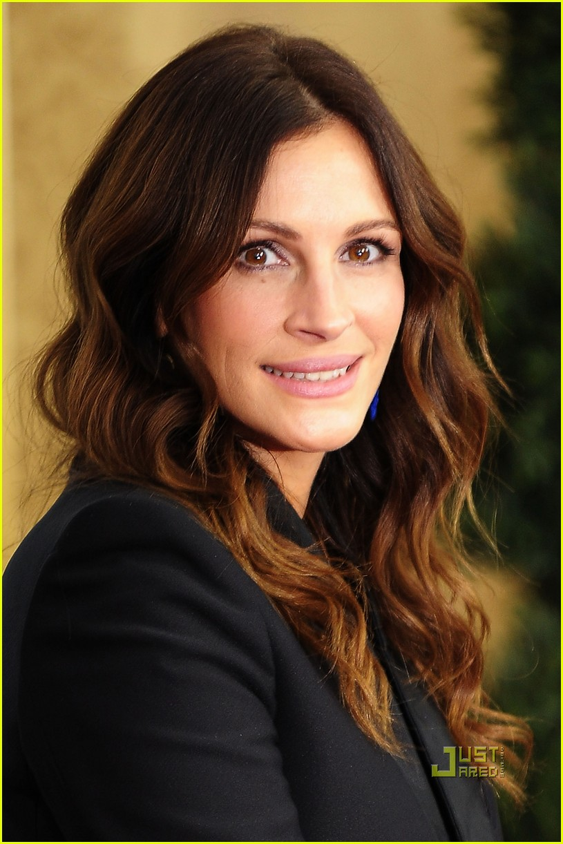 Julia Roberts So Devastated By Half Sister Nancy Motes S: Gossip Guy: Julia Roberts Eat Pray Love Red Carpet