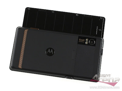 The+5+megapixel+camera,+the+dual-LED+flash+and+the+loudspeaker+grill+are+on+the+back.jpg