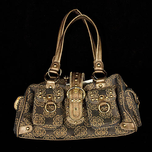 e9f8a8b14b96 This is such a cute handbag from Kathy Van Zeeland. Known for her bold  prints