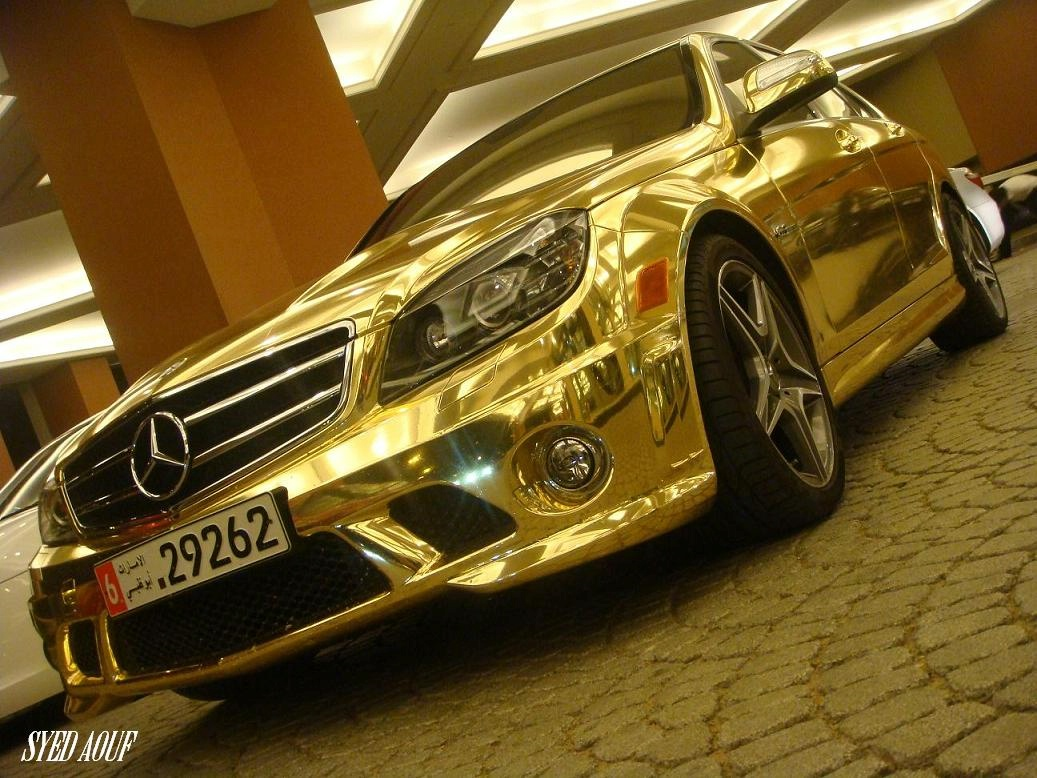 Картинки : Золотой Mercedes в Дубаи (11 фото)