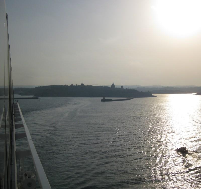Hafenausfahrt Valletta, Malta mit dem Kreuzfahrtschiff