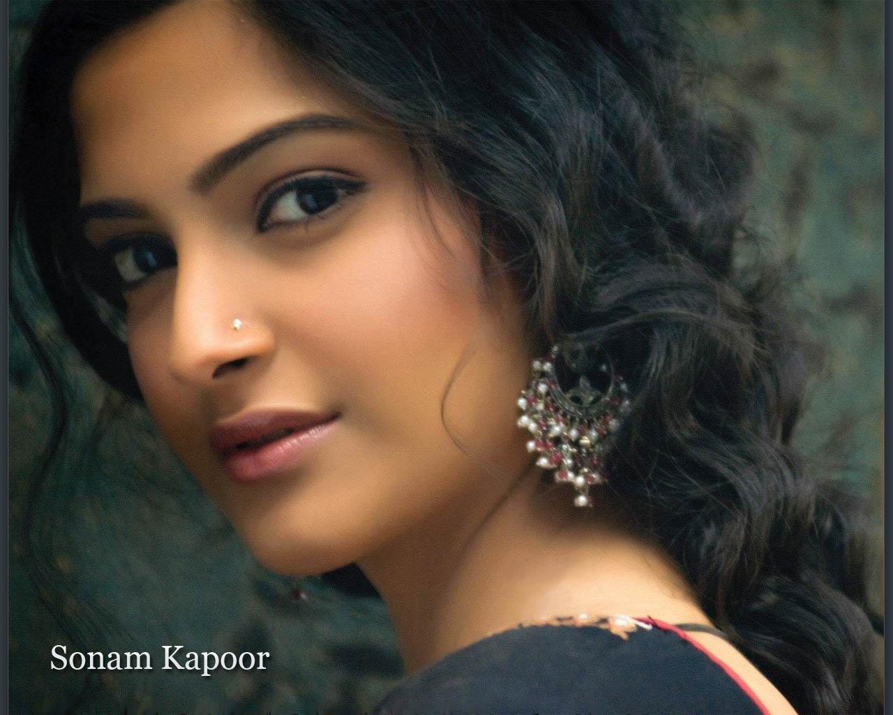 Sonam Kapoor Wallpapers: Sonam Kapoor New Wallpapers