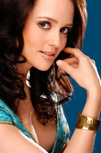 Bollywood Actress And Model Hazel Crowney Photos, Pictures -9637