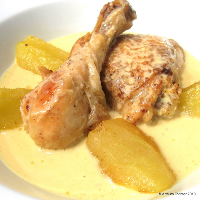Hahn, Huhn oder Hähnchen in Calvados-Rahmsauce mit geschmorten Äpfeln | Arthurs Tochter kocht von Astrid Paul. Der Blog für Food, Wine, Travel & Love