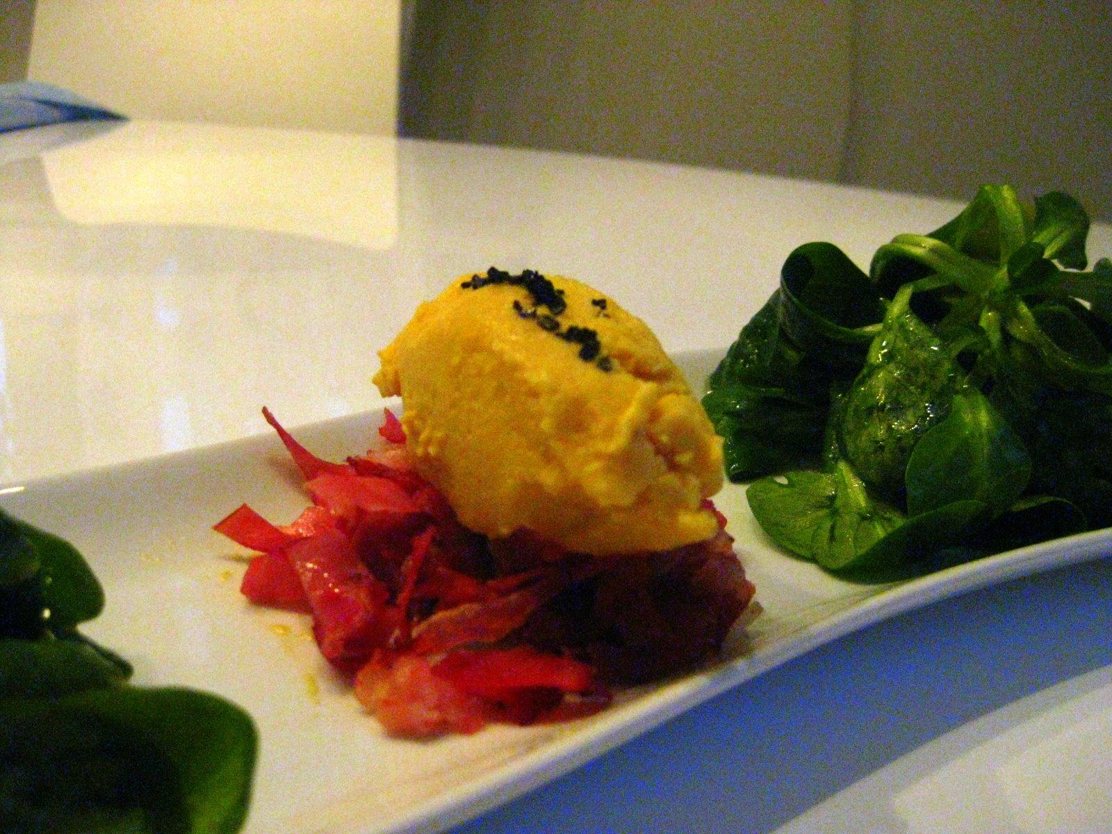 Gelbe Beete Sorbet auf geröstetem Wildschweinschinken mit Feldsalat | Arthurs Tochter kocht. von Astrid Paul