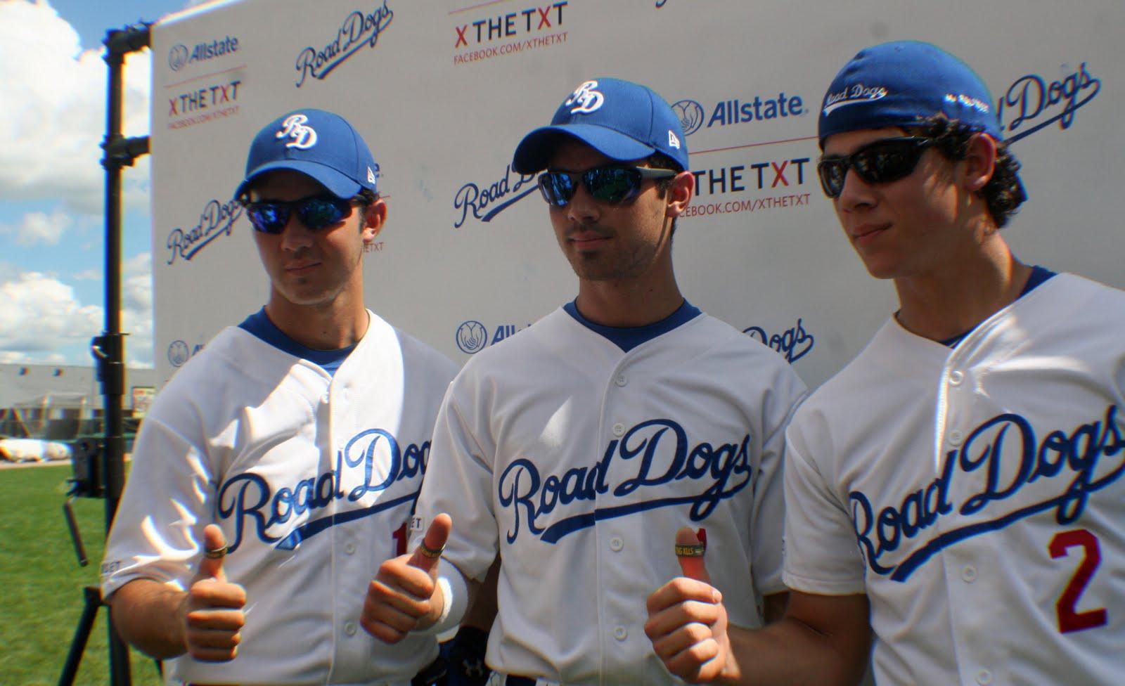Jonas brothers threesome story
