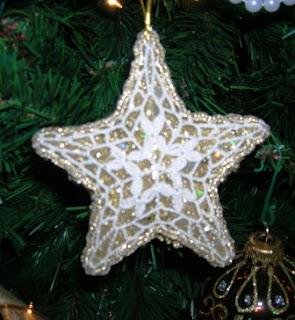 Il Filo Che Crea Stelle Rivestite Alluncinetto Per Lalbero Di Natale